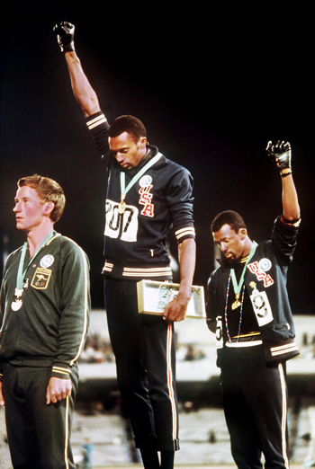 Tommie Smith (center)